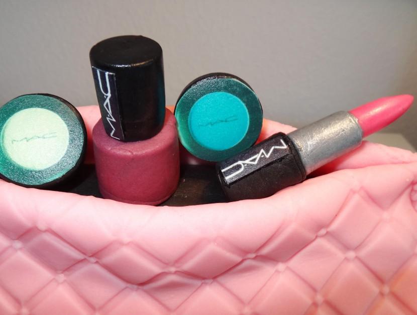 Lippenstifte und Lidschatten aus Zucker